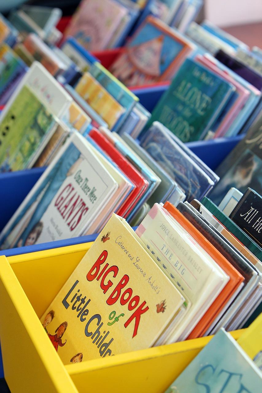 Bilderböcker i bibliotekstråg