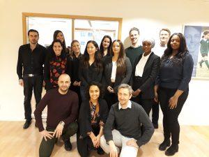 En grupp studenter av varierande utseende.